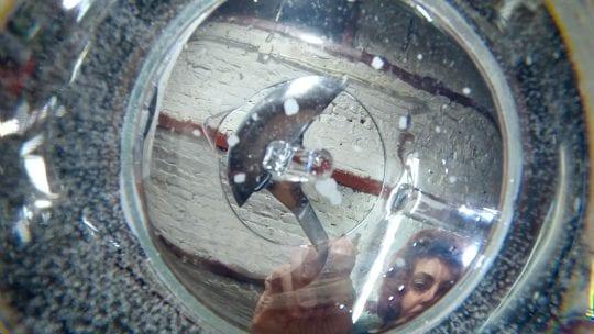 JANSSENS_Ann-Veronica_Creating-a-Lens-out-of-Fluids_1400