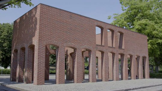 BUSTAMANTE_A_Brick_Sculpture_by_Per_Kirkeby_1400